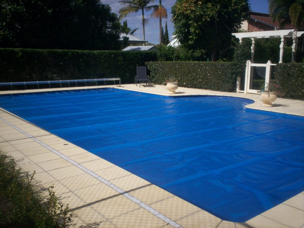 How To Use A Solar Pool Cover | Solar Pool Cover Guide | Medallion ...
