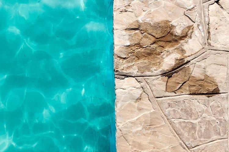 Salt water pool vs chlorine pool costs differences maintenance health for Swimming pool salt vs chlorine